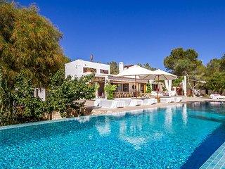 Es Cubells Villa Sleeps 12 with Pool Air Con and WiFi - 5805594