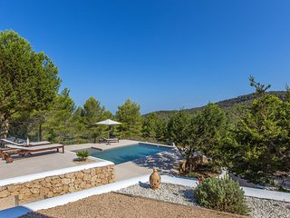 Cala Tarida Villa Sleeps 6 with Pool Air Con and WiFi - 5805616