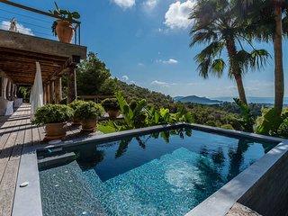Playa d'en Bossa Villa Sleeps 12 with Pool Air Con and WiFi - 5805615