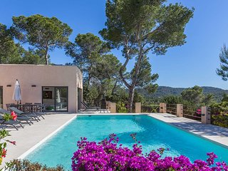 Cala Tarida Villa Sleeps 8 with Pool Air Con and WiFi - 5805502