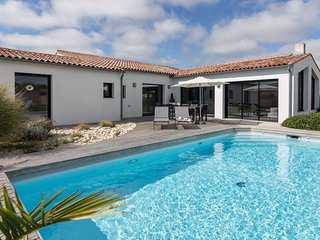 3 bedroom Villa with Pool and WiFi - 5804570