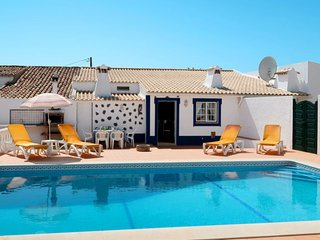 4 bedroom Villa with Pool, WiFi and Walk to Shops - 5715679