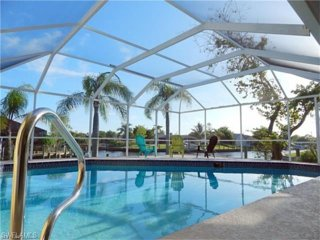 Beautiful Villa on Water w/Heated Pool & 3 Docks!  Bring your boat!