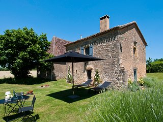 Le Mazet: 4 star character Dordogne cottage with stunning views & free WiFI