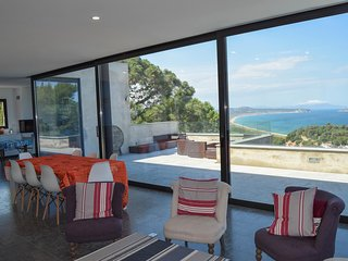 Villa with spectacular sea views. Swimming pool. Parquing Capacity for 12 people