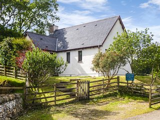 VIKING COTTAGE, pet-friendly, in Glenuig