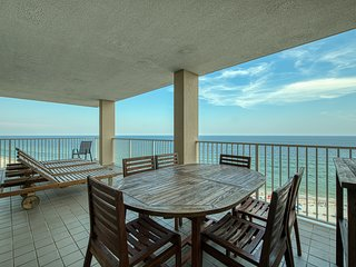 Waterfront condo w/shared hot tub/pool & fitness room, beach access
