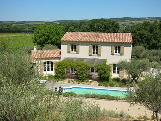 Villa in Provence near Mont Ventoux with heated pool,4 bedrooms and lovely views