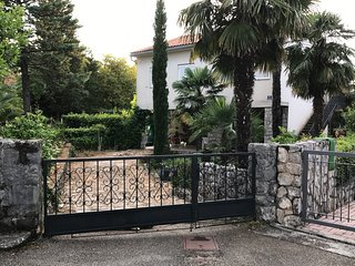 Apartment Aquamarin Malinska - garden, barbecue,50 m from the sea
