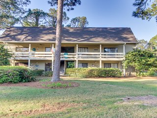 NEW LISTING! Convenient family home w/shared pool, golf, tennis & views