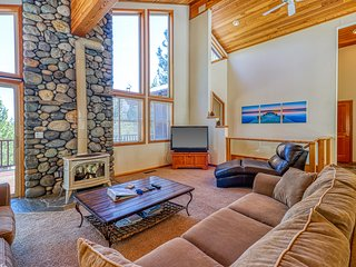 Family-friendly cabin w/shared pool, hot tub, tennis-ski nearby