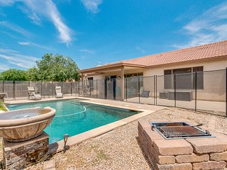 Large Split floor plan pet friendly, w/ heated and fenced pool!