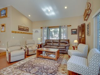 Woodland home on one acre w/ hot tub, deck & bikes - 500 yds to Deschutes River!