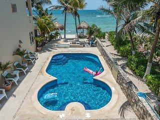 2BR, 2 BA condo, 3rd floor overlooking the pool and Half Moon Bay beach