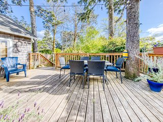 Charming, dog-friendly cottage w/ beautiful landscape & easy beach access!