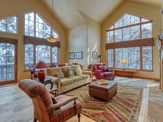 Ski-in/ski-out condo w/ shared pool/hot tub/tennis - walk to lifts!