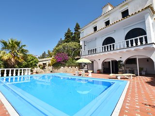 Villa with private pool overlooking the sea and the botanical garden
