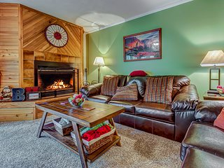 Cozy, dog-friendly condo steps from the slopes w/ a private deck!