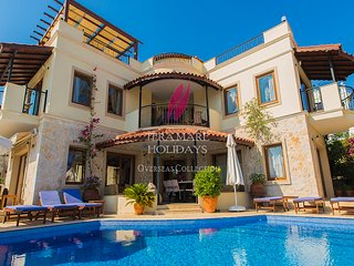 Villa Kismet-stunning 5 bedroom villa in Kalamar 200 metres from the sea