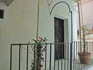 Casa Lucrezia. Antica casa con scala esterna.