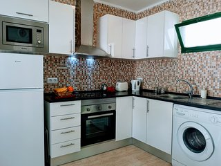 Refurbed 1 Bedroom Apartment Sleeps 4. 2 Pools, 5 mins walk to Harbour and Beach