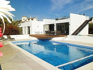 Villa with private pool walking distance to amenities, beaches, town center