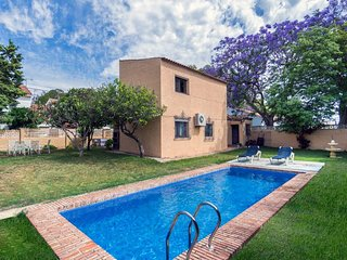Rustic Andalusian house with privaty pool and 5 minutes to beach