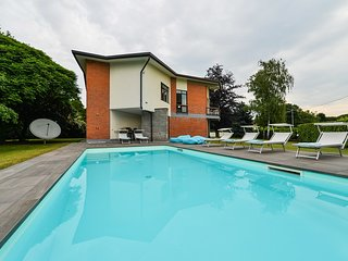 Nia villa with heathed pool and lake view in Lesa