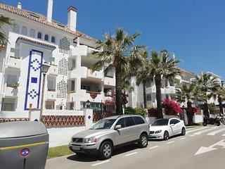 Apartamento a 200 metros playa. 2 Dormitorios. Cerca campos de Golf. Marbella