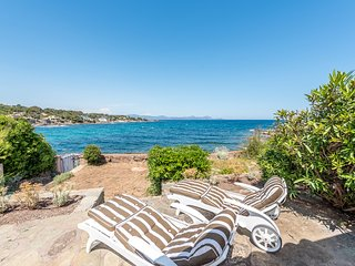 169147 cosy villa 4 bedrooms, 2 bathrooms,at the seafront,direct sea access, BBQ