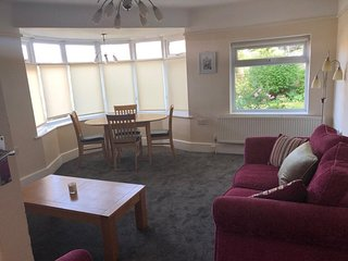 BOURNECOAST: PET FRIENDLY BUNGALOW NEAR TO RIVER AND SANDY BEACHES - HB6242
