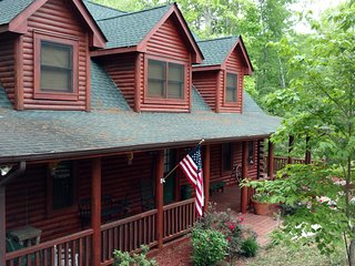 LAURELWOOD LODGE - FAMILY CABIN AT LAKE LURE - 4 BED/3 BATHS - SLEEPS 12