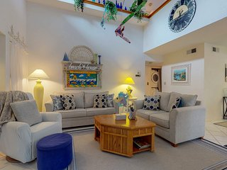 Cozy coastal townhome with beach access and shared pools, hot tubs!