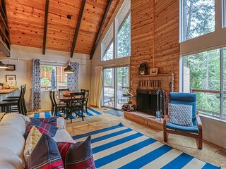 Cozy chalet in the forest w/ shared seasonal pool/tennis!