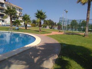 apartamento en urbanización ajardinada con piscina