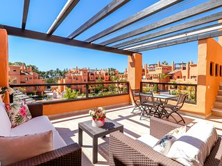 Hacienda del Sol penthouse, sea and pool views, 150 m to the beach