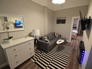 First - Slateford One-Bedroom Ground Floor Main Door Luxury Apartment