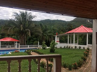 Villa Alexa. Rodeada de Naturaleza y aguas puras.