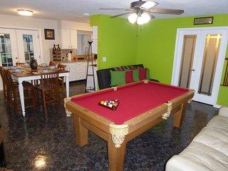 Orlando Area 4BR/2BA Home w/Jacuzzi & communal pool Disney Unioversal Daytona
