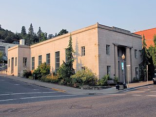 Historic Butler Bank Art Gallery Residence