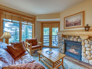 Condo w/ ski view, shared hot tub, tennis, & fitness room - walk to lifts