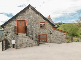 PENLLAN GRANARY, traditional features, perfect for couples, Painscastle