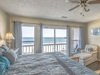 Townhome Directly on the Beach Located Near Pier Park! Perfect for your next get