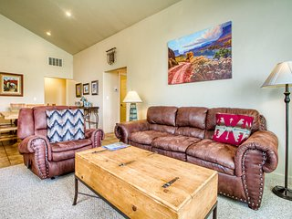 Rim Village townhome w/shared pool & hot tub near Arches Nat'l Park- dogs ok!