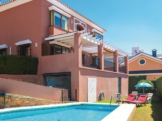 Amazing home in Arroyo de La Miel w/ Outdoor swimming pool, 3 Bedrooms and Outdo