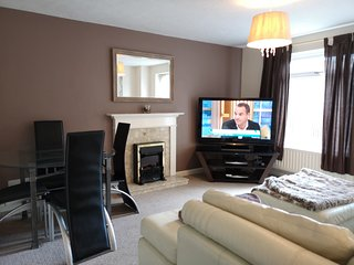 Newport Home (Sleeps 6) 5 Minutes from M4 Motorway