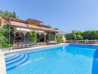 5 bedroom villa with private pool, table tennis, BBQ. Family and cyclist friendl