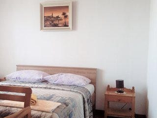 Affordable Room Ana °3 with shared kitchen area