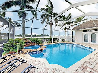 Luxe Lake Kennedy Getaway 4BR w/ Dock, Billiards Room, Waterfall Pool & Spa