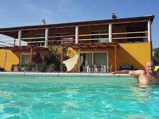 Grand appart 2/4 pers dans villa avec piscine 10 m'des plages, 5' des commerces